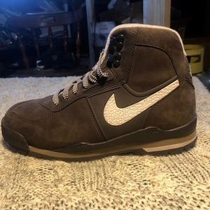 Nike Air Hiking Boot